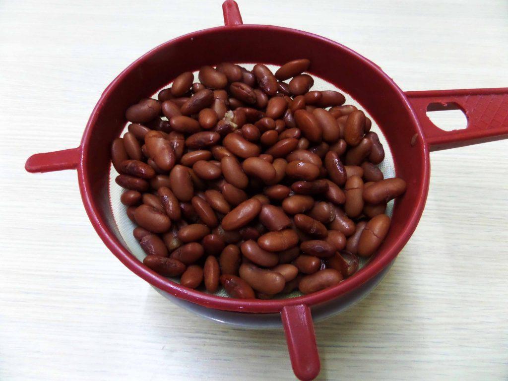 Фото рецепта - Салат с курицей и фасолью - шаг 7