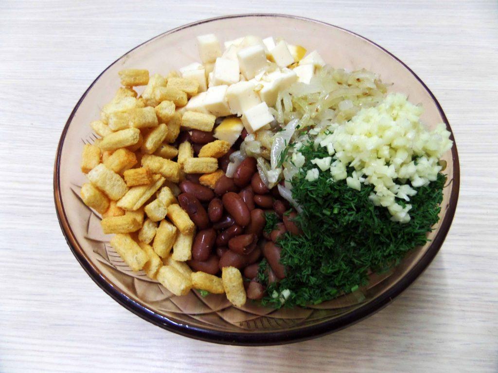 Фото рецепта - Салат с курицей и фасолью - шаг 8