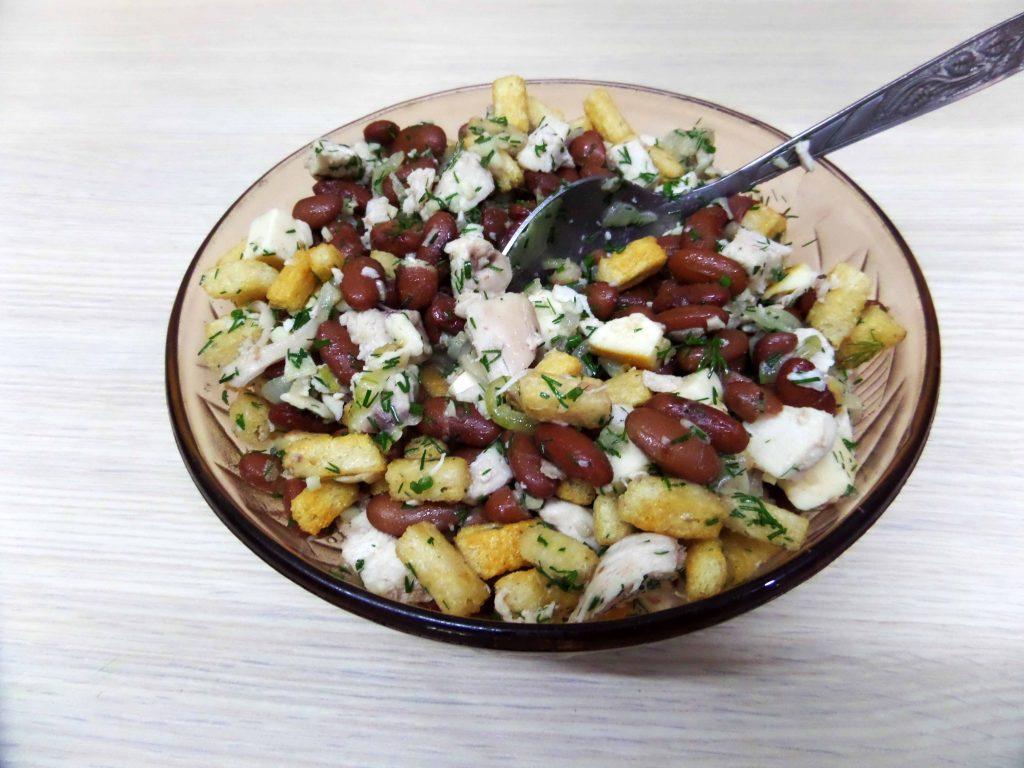 Фото рецепта - Салат с курицей и фасолью - шаг 9