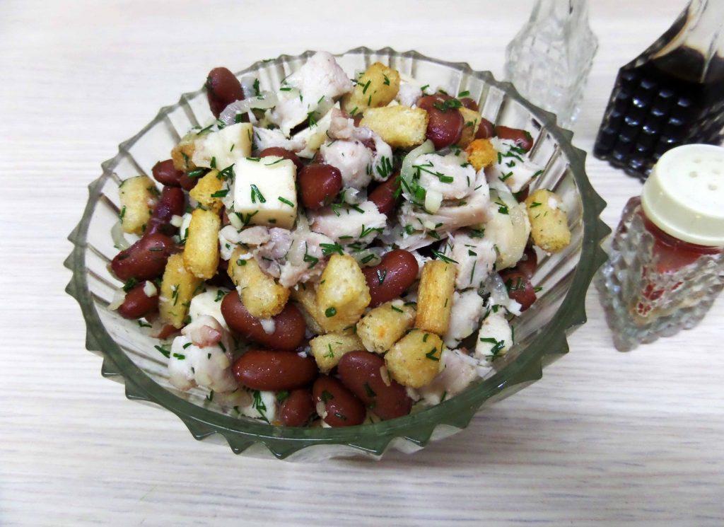 Фото рецепта - Салат с курицей и фасолью - шаг 10
