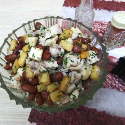 Салат с курицей и фасолью - рецепт с фото