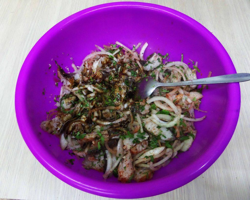 Фото рецепта - Острый салат из свежей рыбы по-корейски - шаг 9
