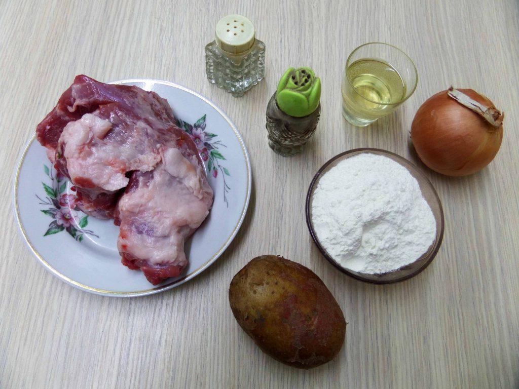 Фото рецепта - Манты со свининой и картошкой - шаг 1