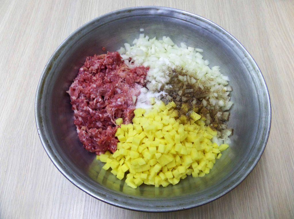 Фото рецепта - Манты со свининой и картошкой - шаг 6