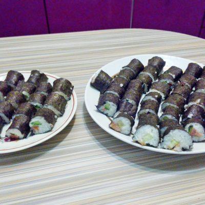 Рисовые роллы с красной рыбой и огурцом - рецепт с фото