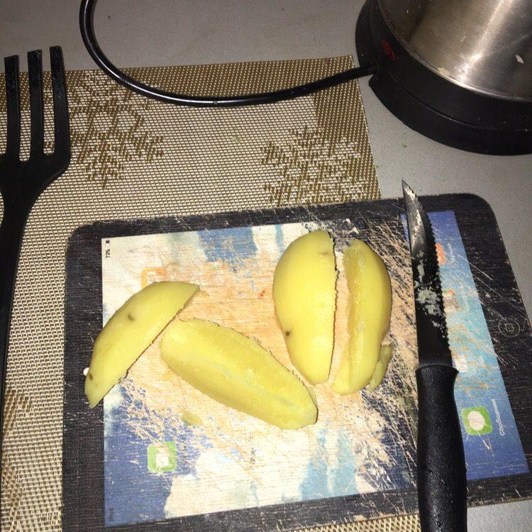 Фото рецепта - Филе индейки с чесноком, в подливе с картофелем - шаг 4