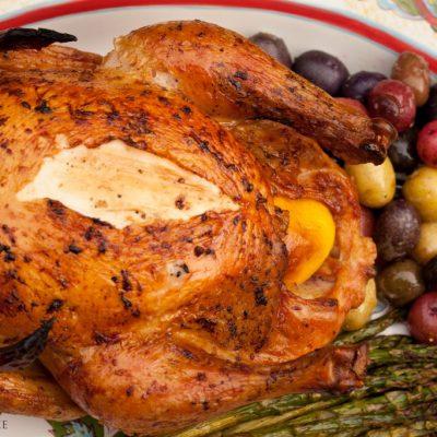 Ароматная тушка курицы, запеченная в духовке - рецепт с фото