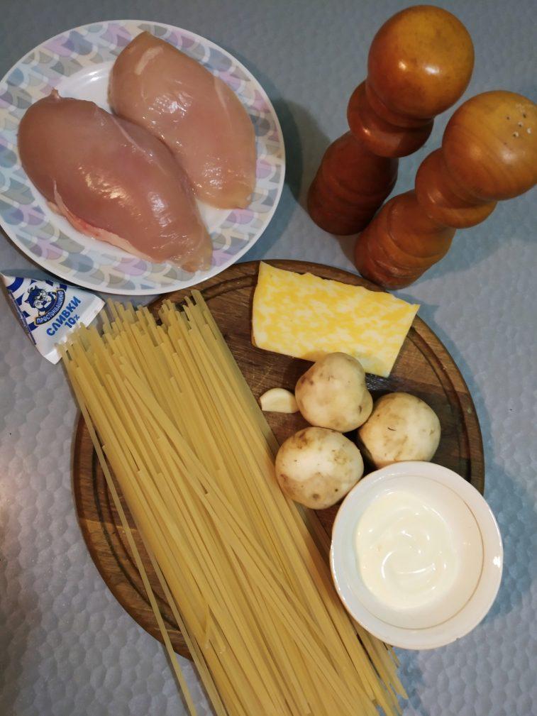 Фото рецепта - Спагетти с курицей и грибами - шаг 1