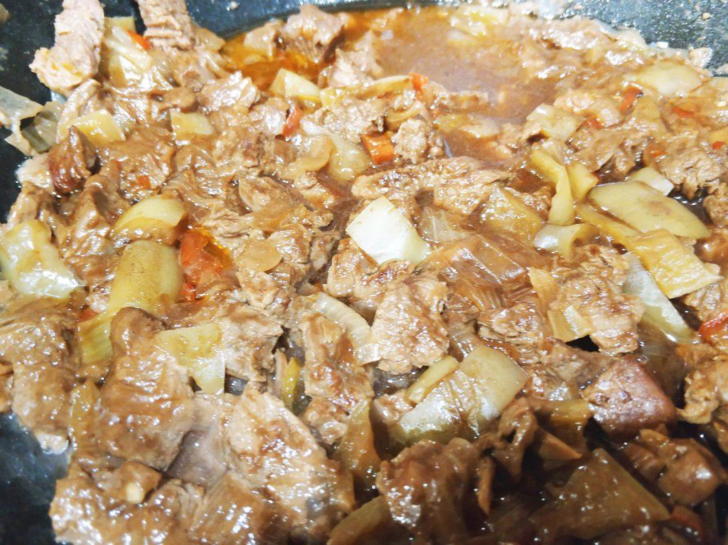 Фото рецепта - Говядина, тушенная в пиве - шаг 9