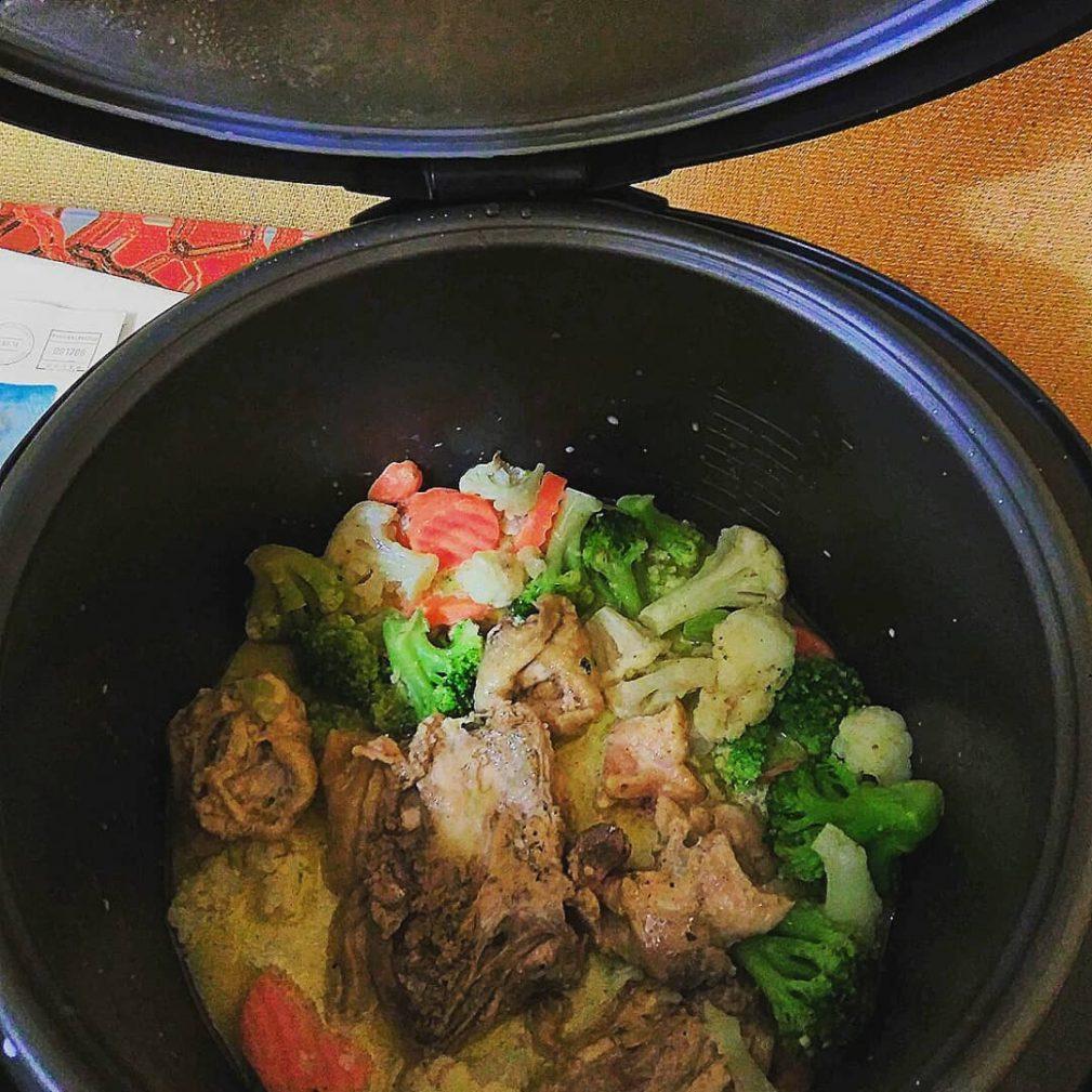 Фото рецепта - Спагетти с курицей и брокколи в сливочном соусе - шаг 3