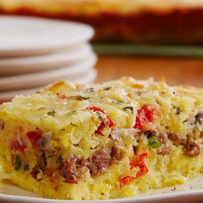 Омлет с грибами, колбаской и овощами в духовке - рецепт с фото