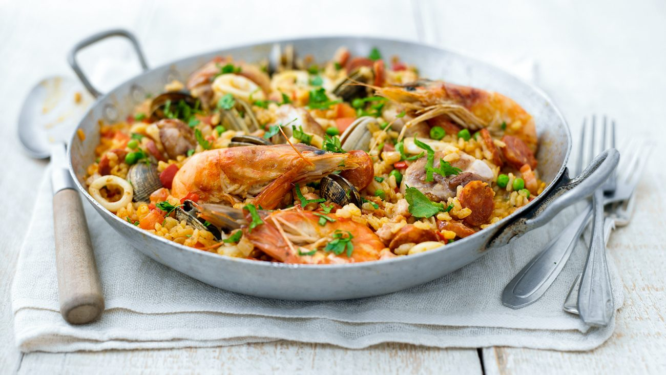 Паэлья морская с колбасками
