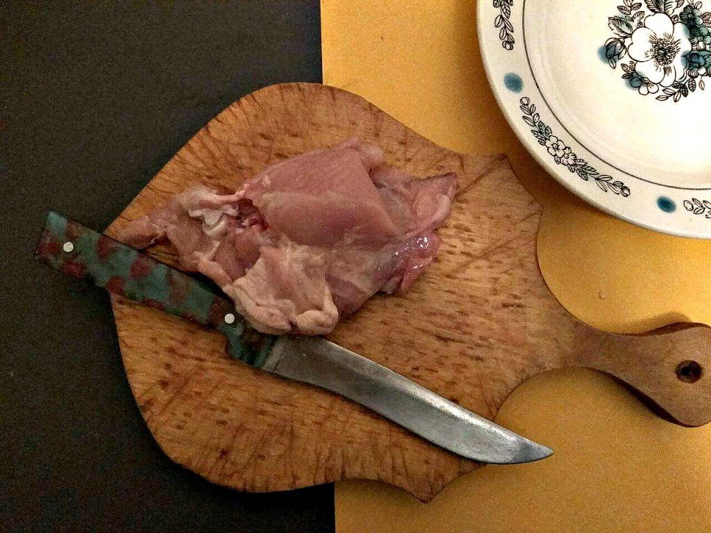 Фото рецепта - Курица, запеченная с картошкой в духовке - шаг 1