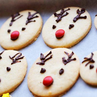 Простое печенье из песочного теста на Новый год - рецепт с фото