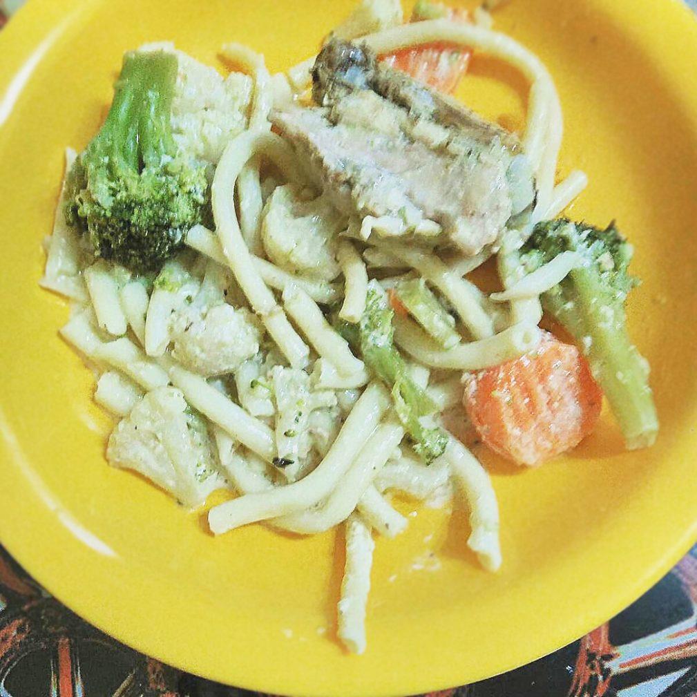 Фото рецепта - Спагетти с курицей и брокколи в сливочном соусе - шаг 5