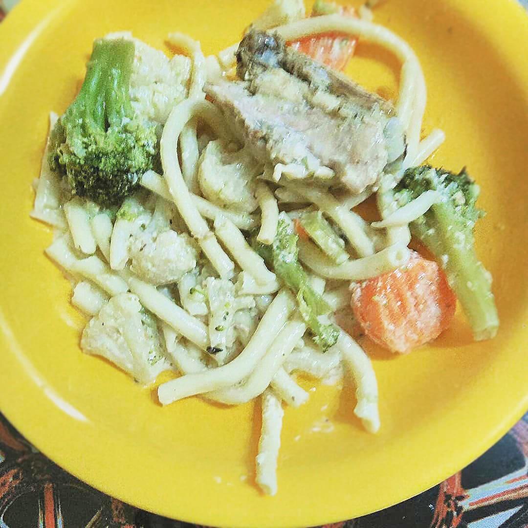 Спагетти с курицей и брокколи в сливочном соусе