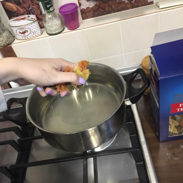 Фото рецепта - Макароны с сыром и чесноком - шаг 2