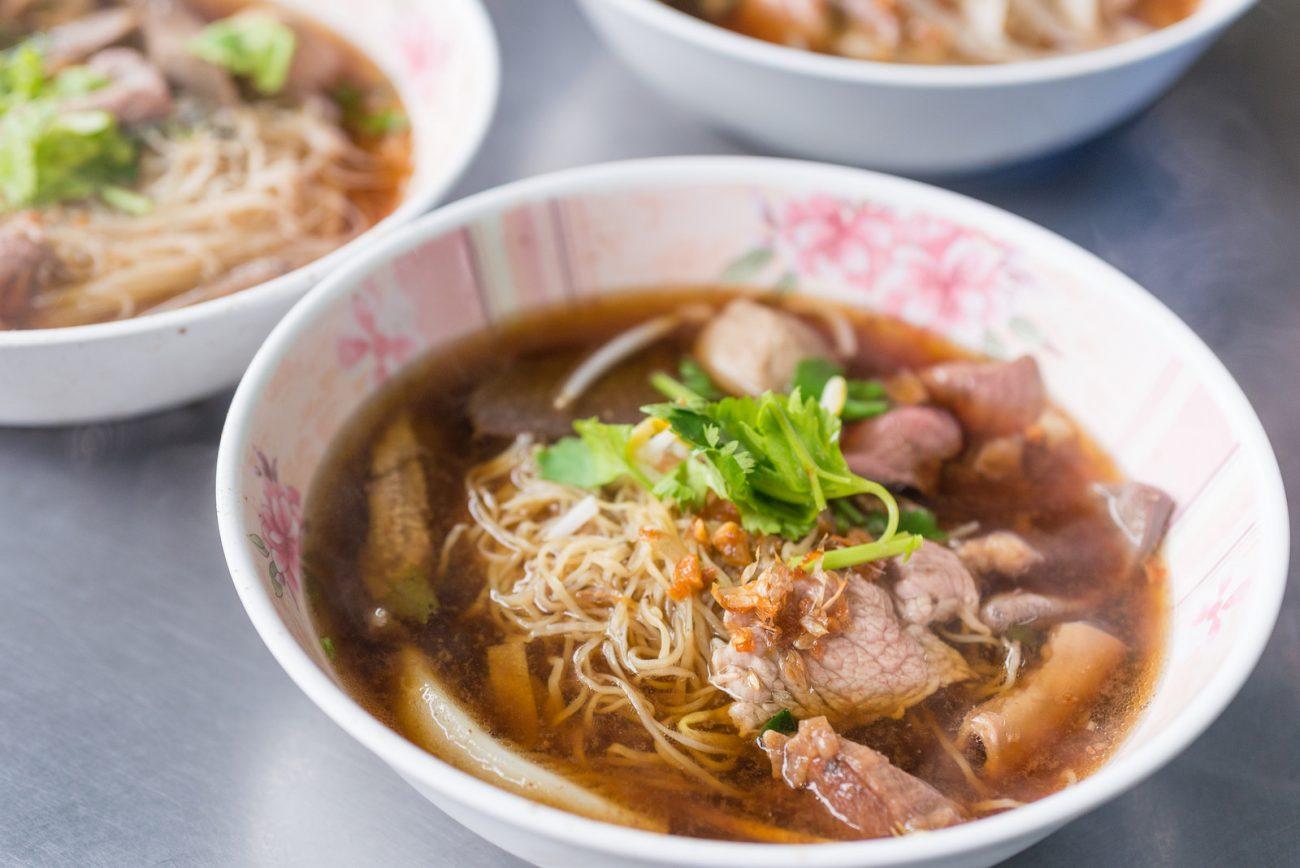 Вермишелевый суп на говядине с печенью и языком