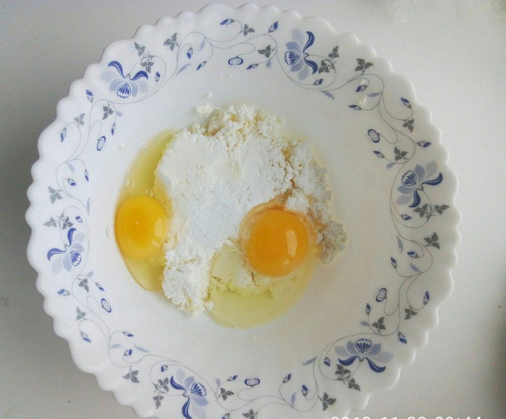Фото рецепта - Сырники в духовке с маком и Маскарпоне - шаг 1