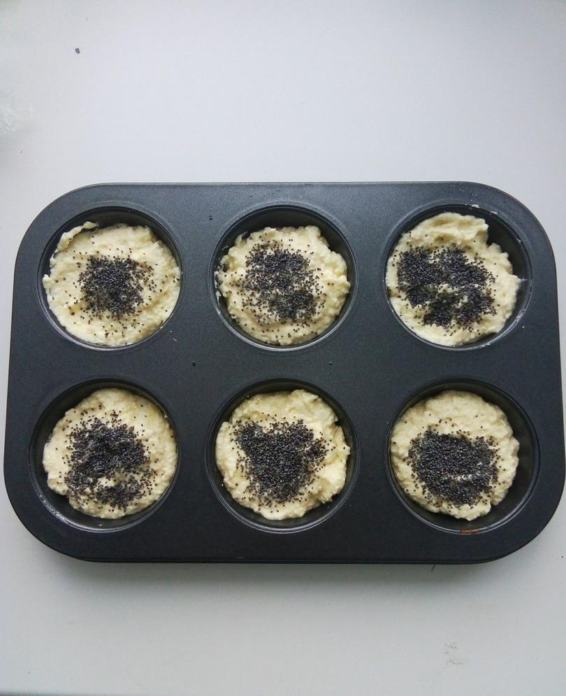 Фото рецепта - Сырники в духовке с маком и Маскарпоне - шаг 3