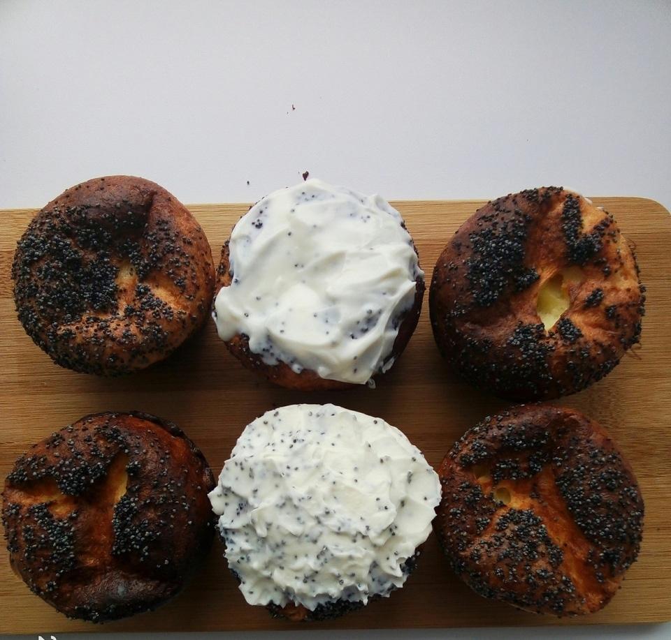 Фото рецепта - Сырники в духовке с маком и Маскарпоне - шаг 5
