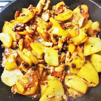 Курица с картошкой по-деревенски - рецепт с фото