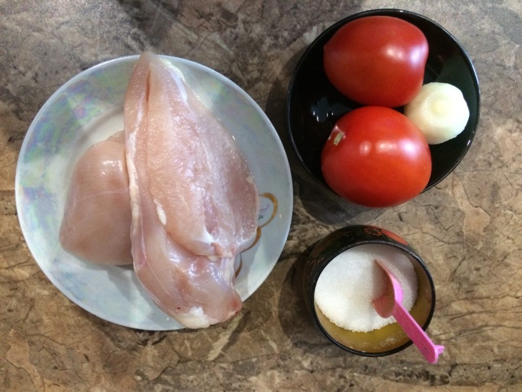Фото рецепта - Куриный фарш, тушеный в томатном соусе - шаг 1
