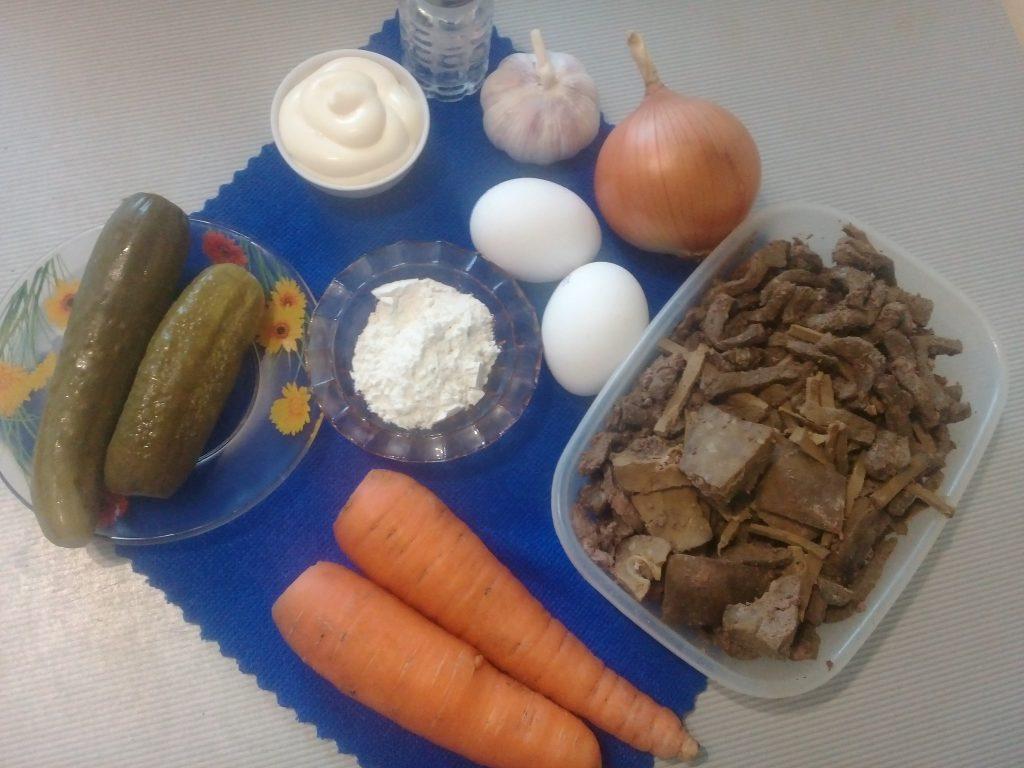 Фото рецепта - Печеночный салат с яичными блинчиками - шаг 1