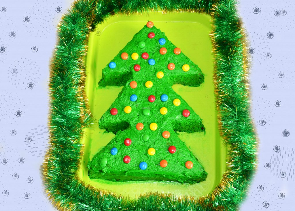 "Фото рецепта - Бисквитный торт ""Новогодняя ёлка"" - шаг 10"
