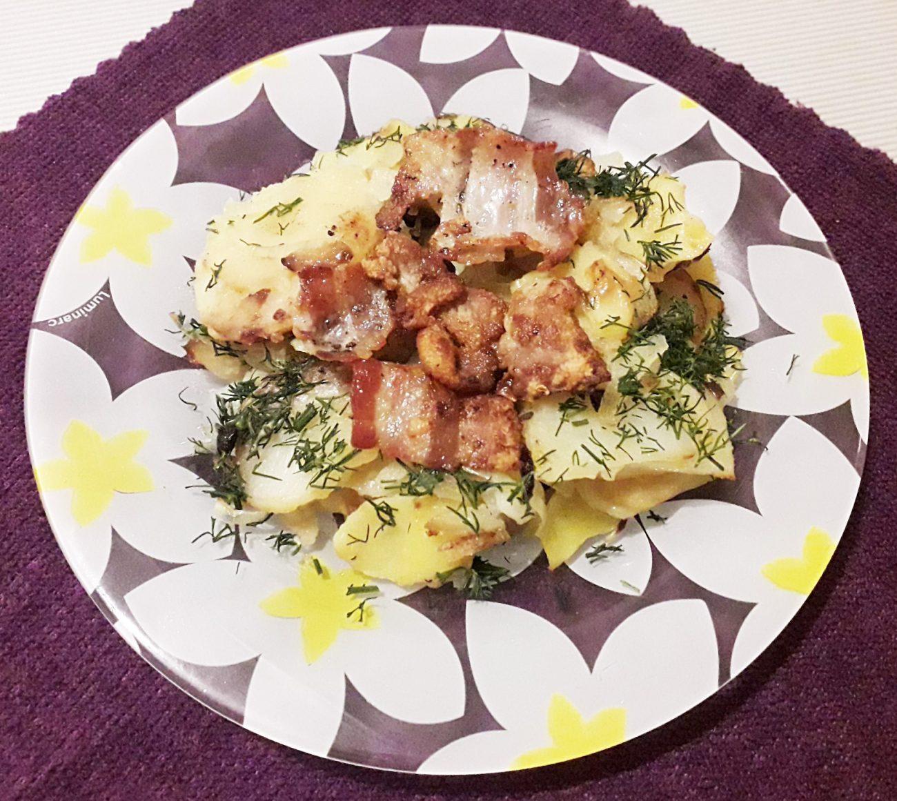 Жаренная картошка с беконом