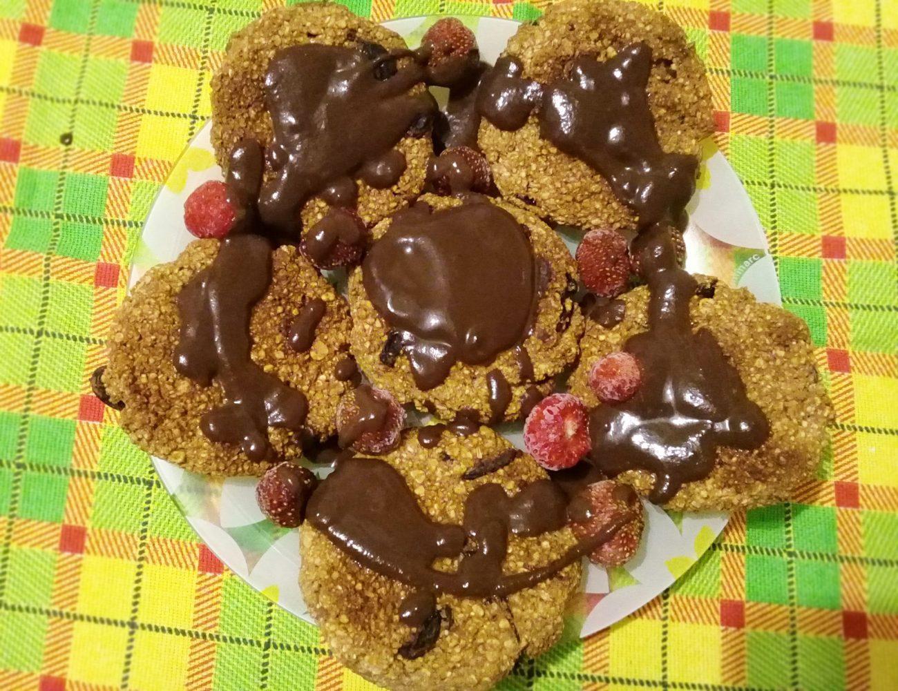 Овсяное печенье с бананом и шоколадом