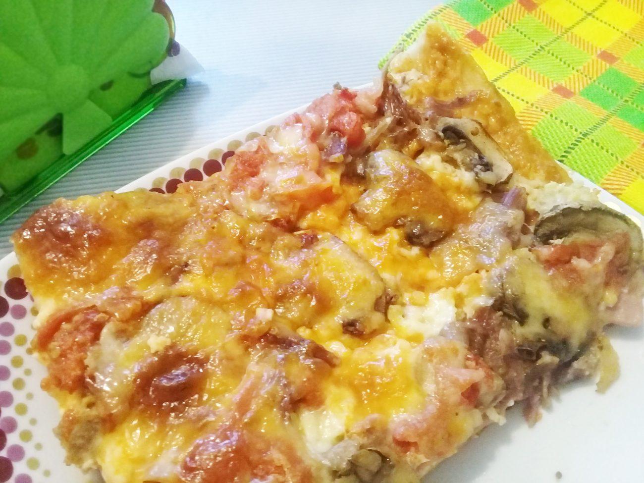 Пицца «Ассорти» из замороженного теста с мясом, сыром и грибами