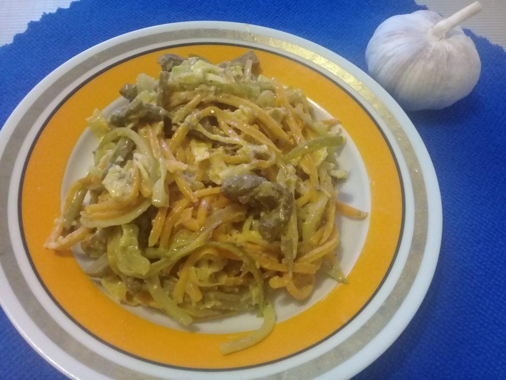 Фото рецепта - Печеночный салат с яичными блинчиками - шаг 5