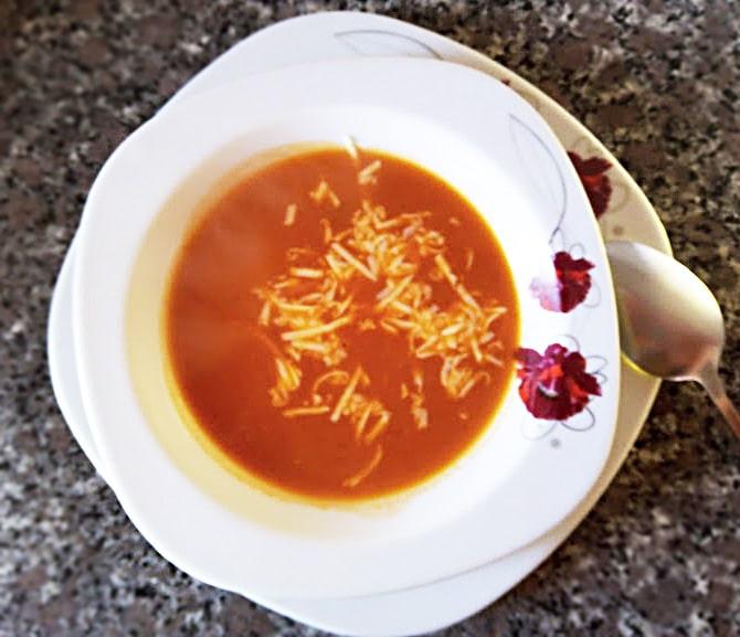 Турецкий томатный суп с сыром