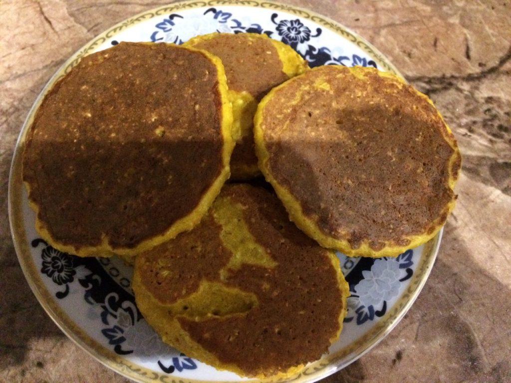 Фото рецепта - Солнышко на тарелке – тыквенные оладушки с овсянкой - шаг 6