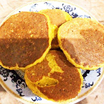 Солнышко на тарелке – тыквенные оладушки с овсянкой - рецепт с фото