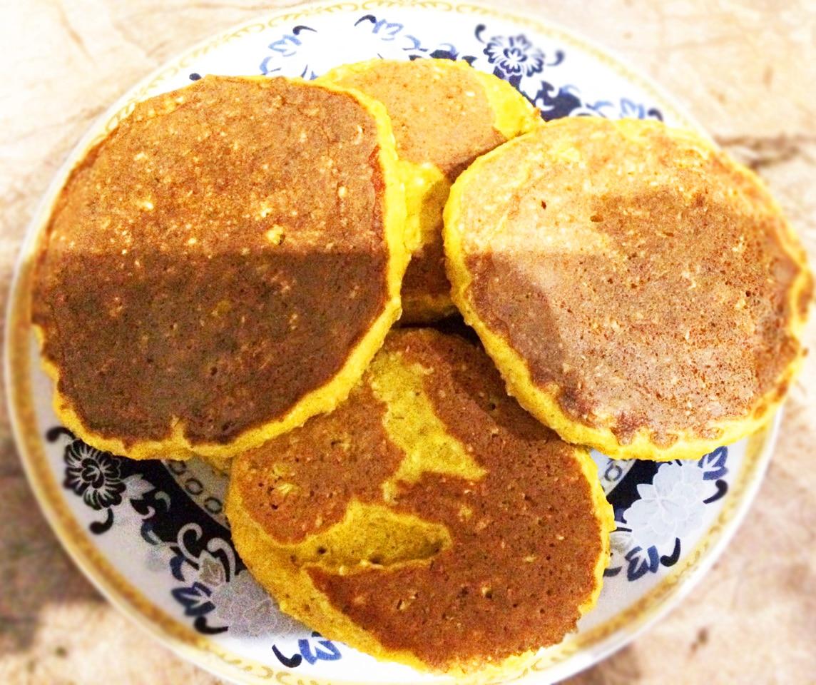 Солнышко на тарелке – тыквенные оладушки с овсянкой