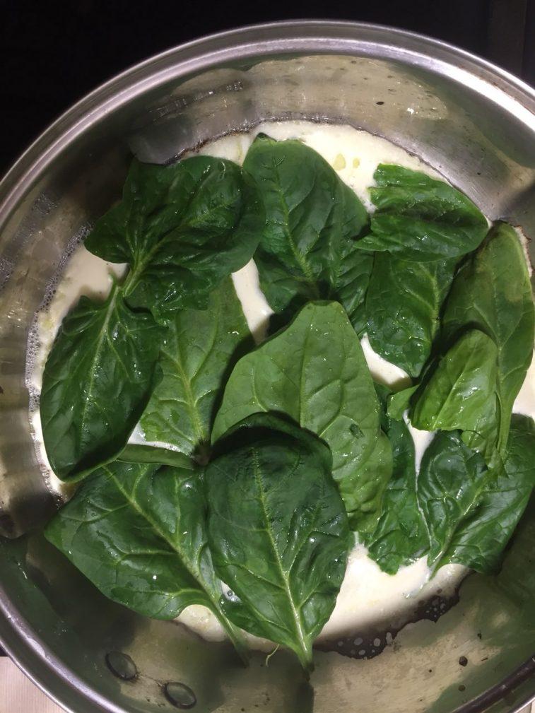 Фото рецепта - Омлет со шпинатом и черри - шаг 4