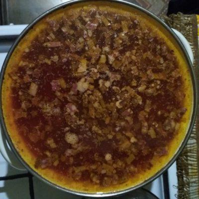 Фото рецепта - Солянка мясная с солеными огурцами и свеклой - шаг 6