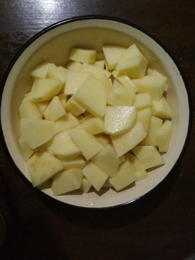Фото рецепта - Солянка мясная с солеными огурцами и свеклой - шаг 2