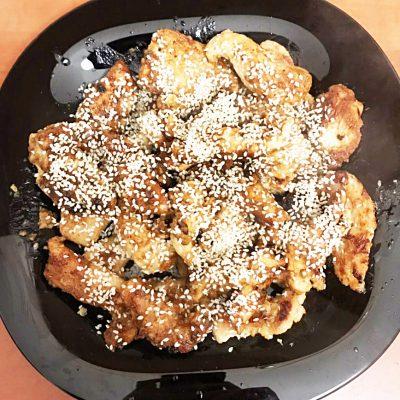 Курица в медовом соусе с кунжутом - рецепт с фото