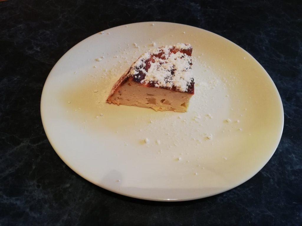 Фото рецепта - Творожная запеканка с яблоками - шаг 6