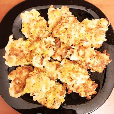 Куриные котлетки из рубленого мяса с кукурузой - рецепт с фото
