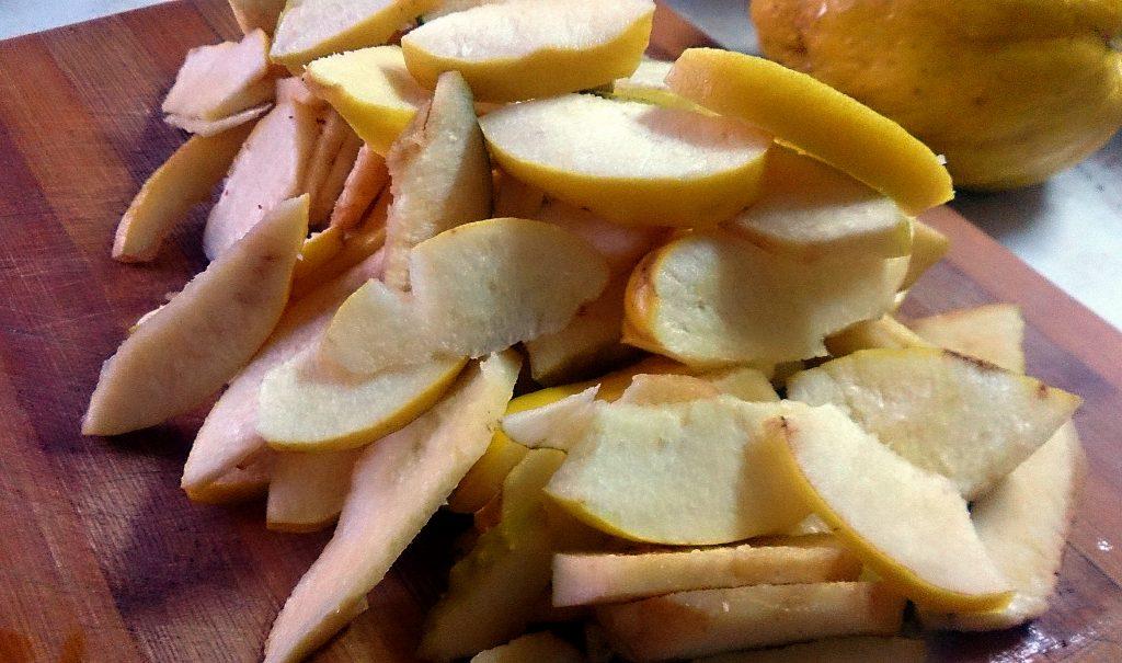 Фото рецепта - Запеченная айва в духовке - шаг 2