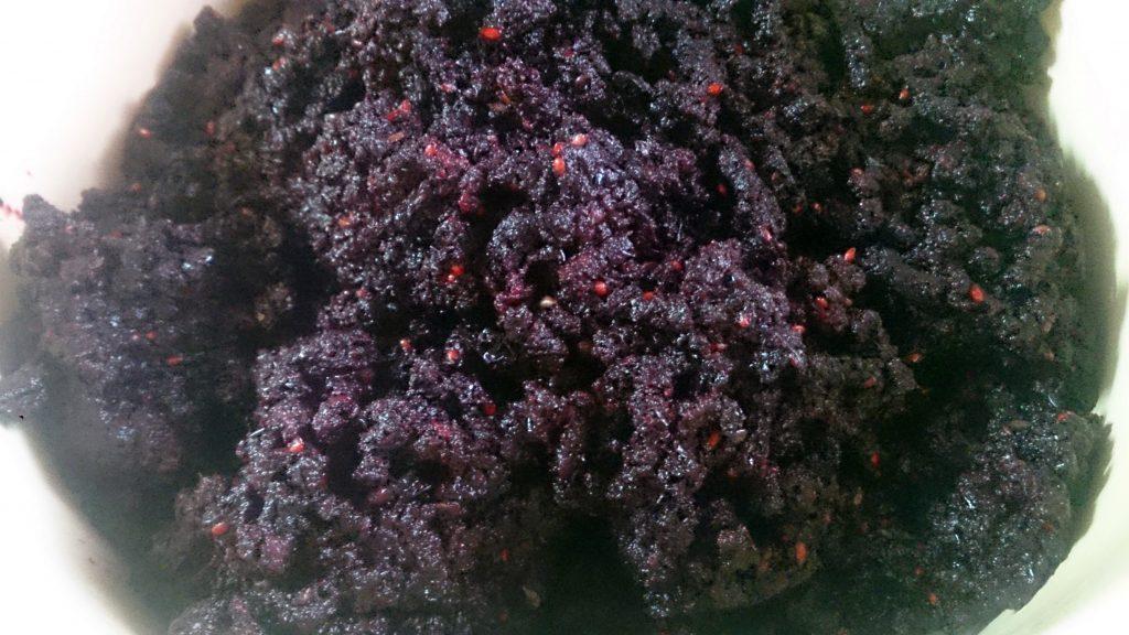 Фото рецепта - Аджика из черноплодной рябины на зиму - шаг 2