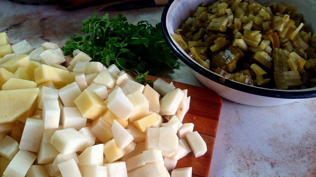 Фото рецепта - Рассольник с рисом и солеными огурчиками - шаг 5