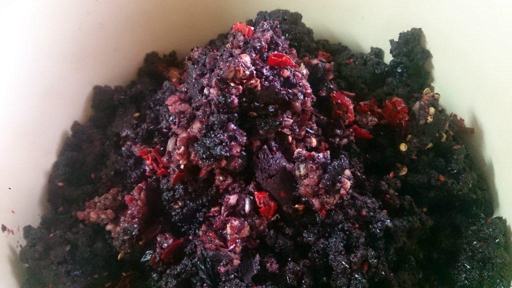 Фото рецепта - Аджика из черноплодной рябины на зиму - шаг 4