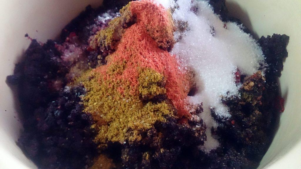 Фото рецепта - Аджика из черноплодной рябины на зиму - шаг 5