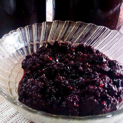 Аджика из черноплодной рябины на зиму - рецепт с фото