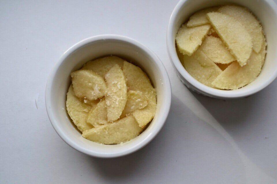 Фото рецепта - Яблочный крамбл - шаг 6